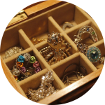 cuci perhiasan untuk koleksi perhiasan
